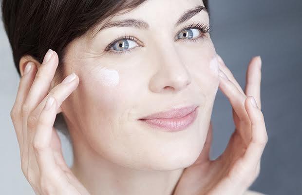 4 sản phẩm chăm sóc da nhất định phải dùng vào tuổi trung niên - ảnh 2