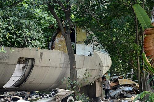 Cận cảnh tháo dỡ máy bay Boeing 707 ở Sài Gòn - ảnh 4
