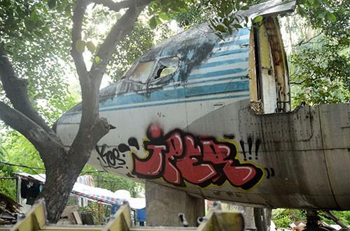 Cận cảnh tháo dỡ máy bay Boeing 707 ở Sài Gòn - ảnh 7