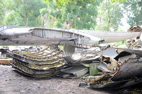 Cận cảnh tháo dỡ máy bay Boeing 707 ở Sài Gòn - ảnh 8