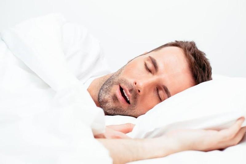 Tư thế ngủ ảnh hưởng đến sức khỏe não bộ - ảnh 1