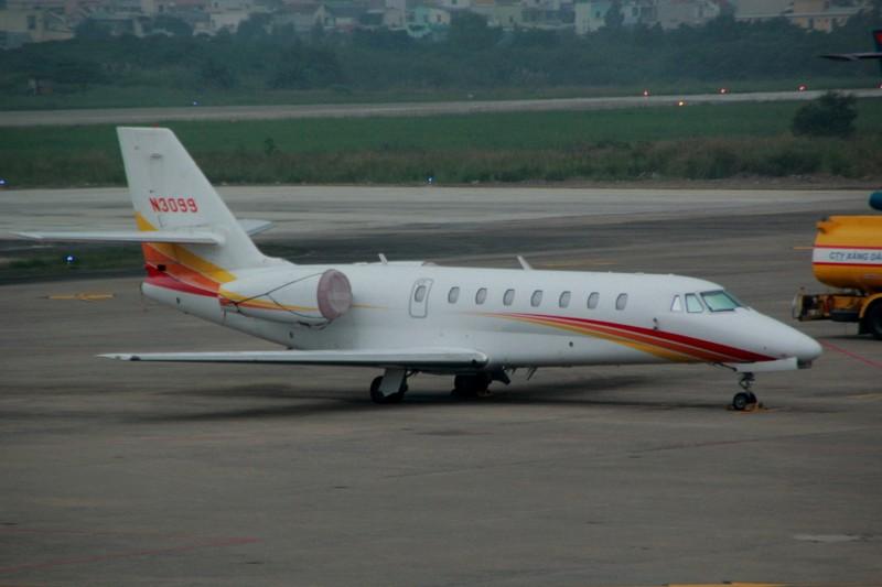 Chuyên cơ riêng bị xe đầu kéo đâm rách cánh tại sân bay Đà Nẵng - ảnh 1