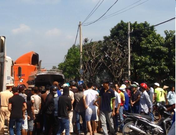 Một thanh niên chết thảm dưới bánh xe container - ảnh 2