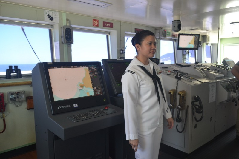 Tàu bệnh viện khổng lồ của Hải quân Mỹ cập cảng Đà Nẵng - ảnh 11
