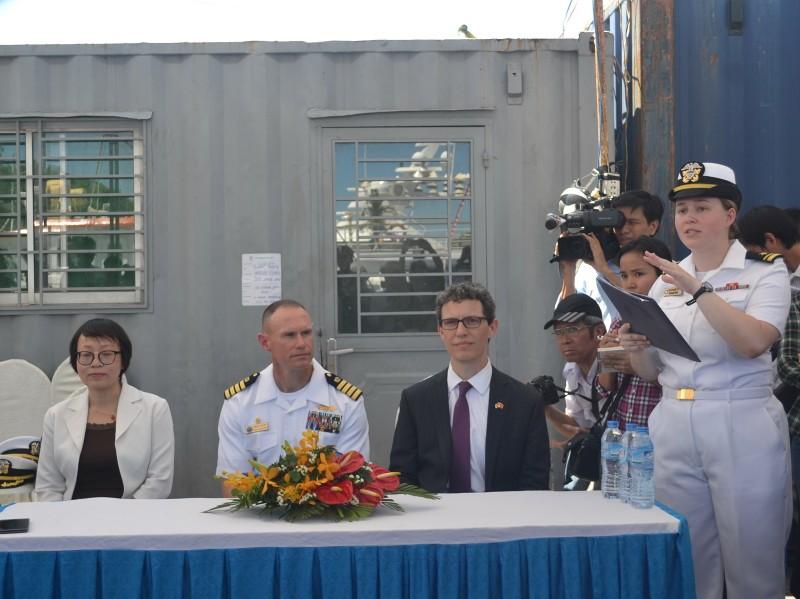 Tàu bệnh viện khổng lồ của Hải quân Mỹ cập cảng Đà Nẵng - ảnh 5