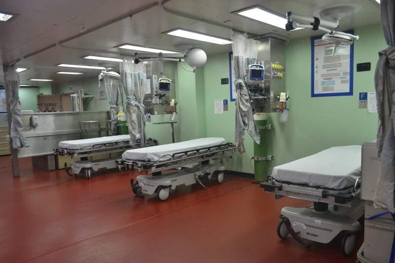Tàu bệnh viện khổng lồ của Hải quân Mỹ cập cảng Đà Nẵng - ảnh 8