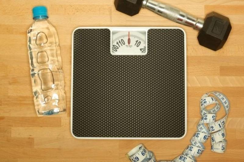 Muốn giảm béo phì: Uống nửa lít nước trước bữa ăn - ảnh 1