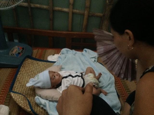 Những hình ảnh đầu tiên của bé sơ sinh bị đâm vào đầu khi về tới nhà - ảnh 5