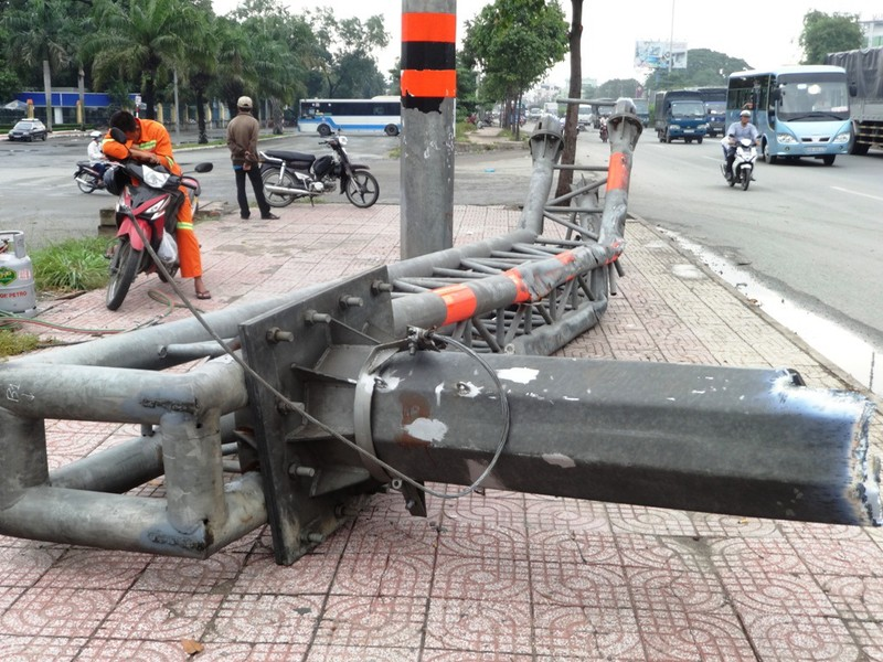 Xe đầu kéo gây tai nạn liên hoàn làm một người chết thảm - ảnh 3