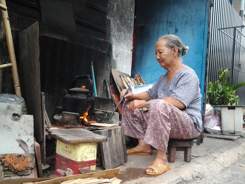 Bếp lửa giữ hồn quê nơi phố thị - ảnh 1