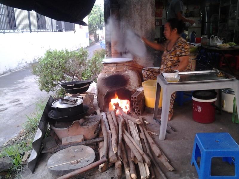 Bếp lửa giữ hồn quê nơi phố thị - ảnh 2