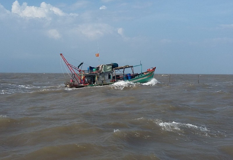 Cứu vớt kịp thời 21 người trôi dạt trên biển  - ảnh 1