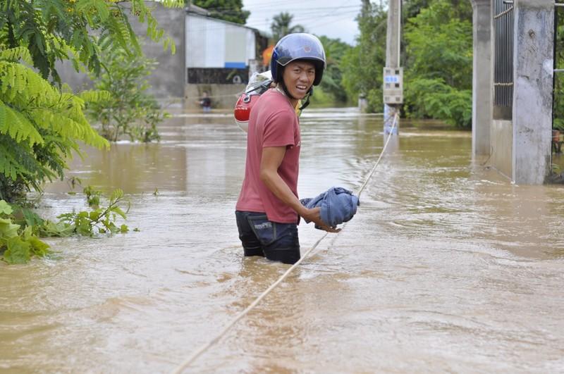 TP.Biên Hòa: Hàng trăm hộ dân bị cô lập do ngập - ảnh 1