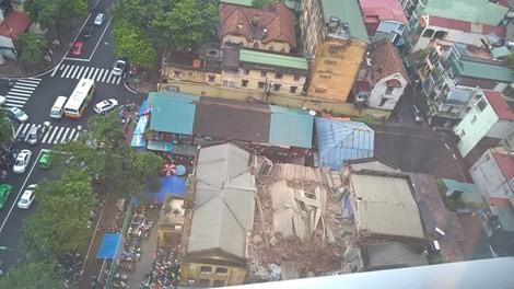 Vụ sập biệt thự ở Hà Nội: Nạn nhân kẹt trong đống đổ nát đã tử vong  - ảnh 1