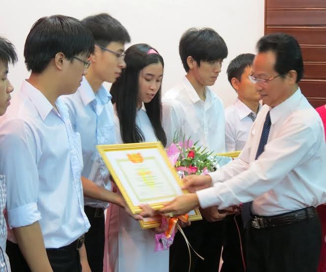 Đại học Huế tuyên dương 13 thủ khoa, sinh viên tiêu biểu - ảnh 1