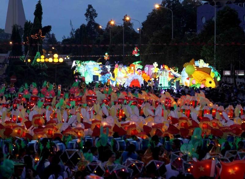 Lung linh sắc màu lễ hội trung thu ở Phan Thiết - ảnh 1