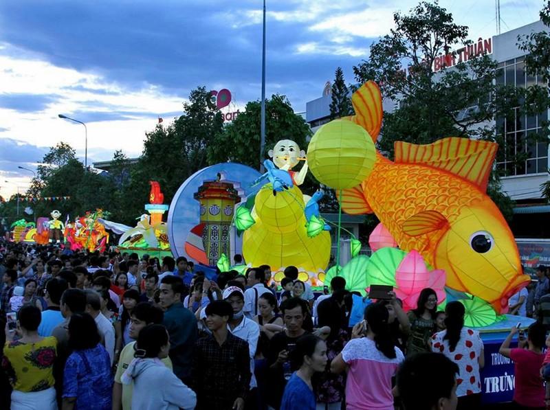Lung linh sắc màu lễ hội trung thu ở Phan Thiết - ảnh 2
