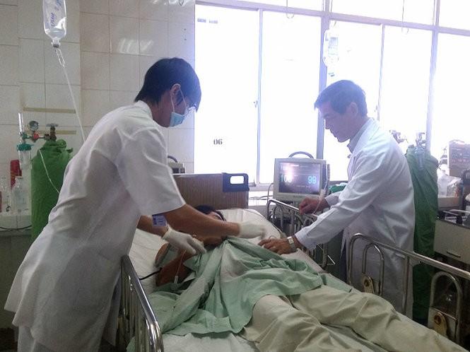 Cứu sống bệnh nhân bị chĩa 7 mũi đâm thủng tim - ảnh 1