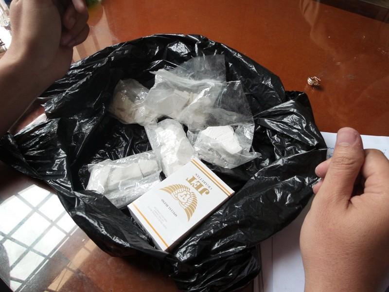 Hám lời, U-50 mua ma túy về bán lẻ - ảnh 2
