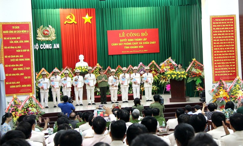 Khánh Hòa: Ra mắt Cảnh sát phòng cháy chữa cháy - ảnh 2