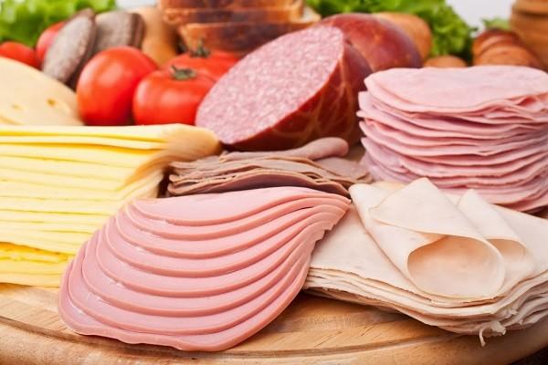 WHO cảnh báo nguy cơ ung thư từ xúc xích, thịt xông khói - ảnh 2
