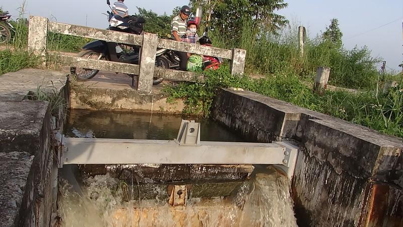 Cống ngăn triều không ngăn nổi nước - ảnh 6