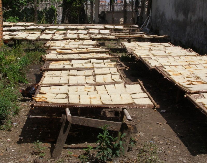 Cận cảnh 'công nghệ' sản xuất cơm cháy chà bông - ảnh 4