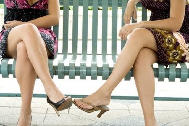Ngồi bắt chéo chân: Nguyên nhân của nhiều bệnh - ảnh 1