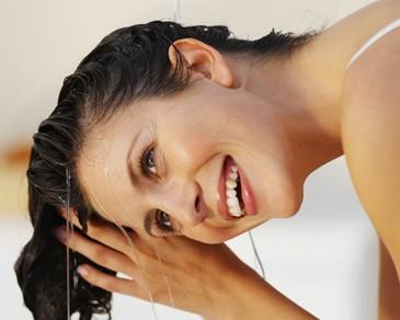 Tám cách để giữ mái tóc đẹp - ảnh 2