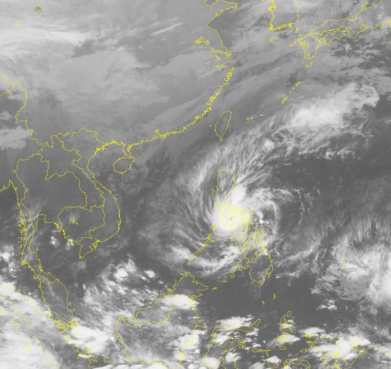 Tin mới về bão siêu Melor gần biển Đông - ảnh 1