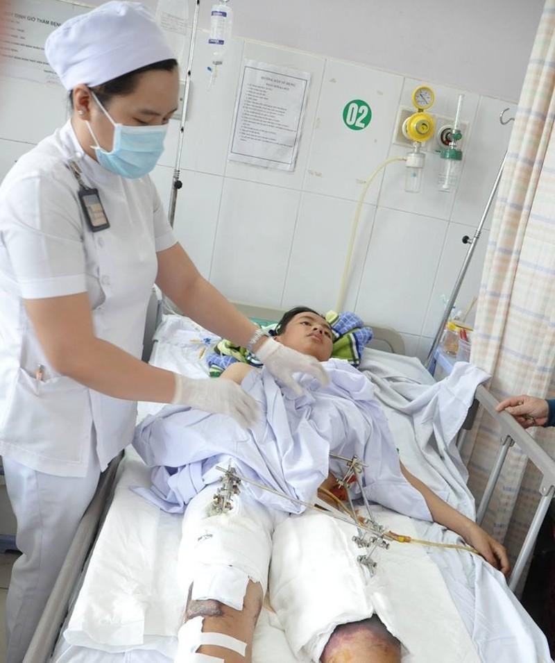 Cứu sống bệnh nhân bị xe tải 15 tấn cán ngang người - ảnh 1