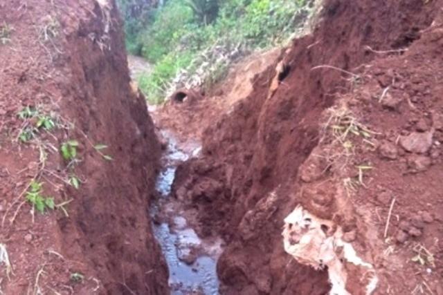 5 người bị vùi khi đào đập lấy nước  - ảnh 1