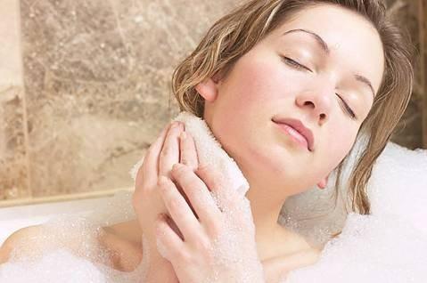 6 mẹo khử nhanh mùi hôi cơ thể - ảnh 1
