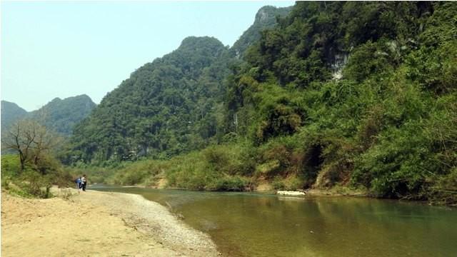 Đoàn làm phim 'King Kong' vất vả dưới mưa rừng nhiệt đới - ảnh 3