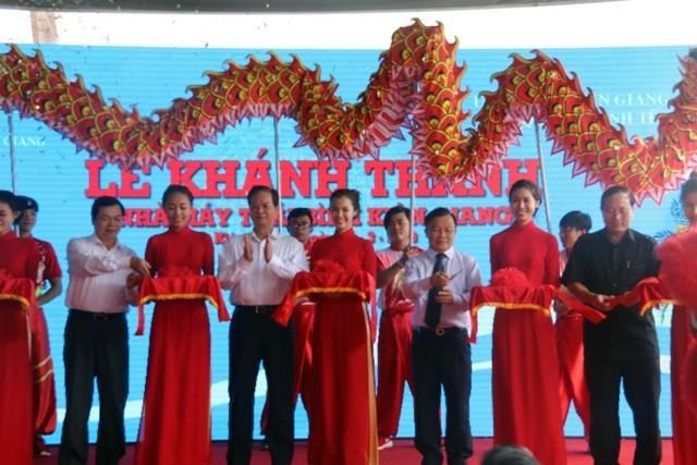 Thủ tướng dự lễ khởi công nhiều nhà máy tại Kiên Giang - ảnh 1