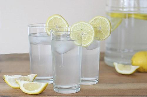 Những tác hại không ngờ khi uống nước chanh giảm cân - ảnh 1