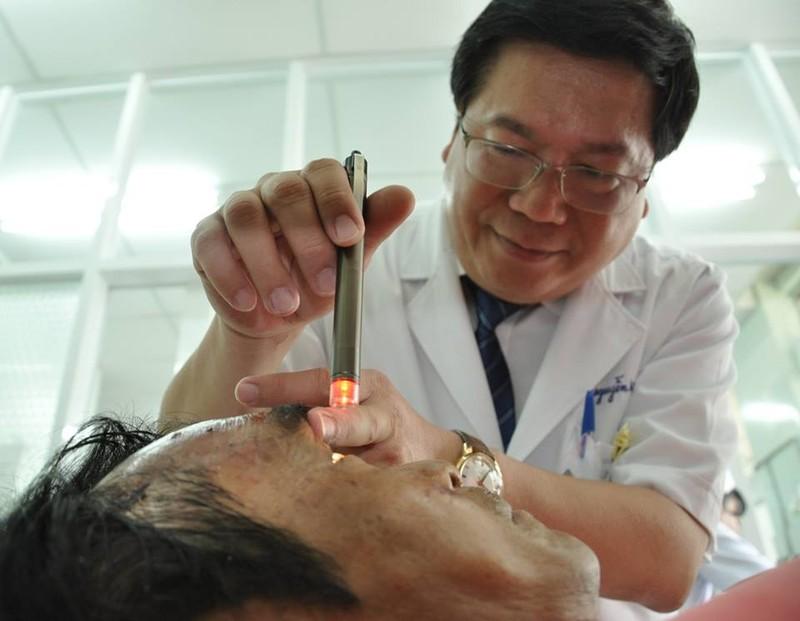 Ông Huỳnh Văn Nén bị dập não, nói khó  - ảnh 2