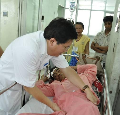 Ông Huỳnh Văn Nén bị dập não, nói khó  - ảnh 1