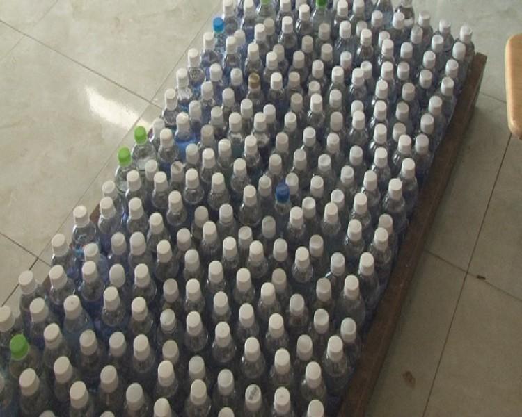 Kinh hoàng: 18.000 lít giấm ăn làm bằng acid và nước lạnh - ảnh 1
