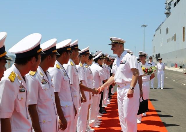 Chiến hạm chỉ huy Tonnerre của Pháp thăm Việt Nam - ảnh 2