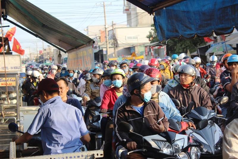 Ngày cuối nghỉ lễ, giao thông Sài Gòn thông thoáng - ảnh 4