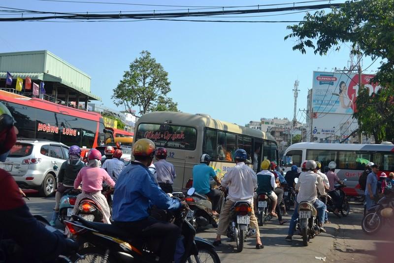 Ngày cuối nghỉ lễ, giao thông Sài Gòn thông thoáng - ảnh 3
