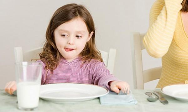 10 lý do không nên cho trẻ dưới 1 tuổi uống sữa bò - ảnh 2