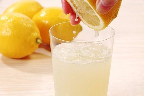 Ăn nhiều thực phẩm lành mạnh như cam chanh, rau xanh sẽ giúp giảm nguy cơ mắc bệnh cảm