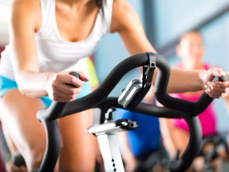 Ăn uống đủ chất, tập luyện điều độ sẽ giúp bạn giảm cân bền vững.