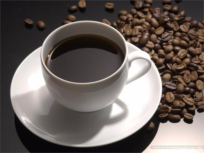 Uống quá nhiều cà phê sẽ làm da bị mất nước,