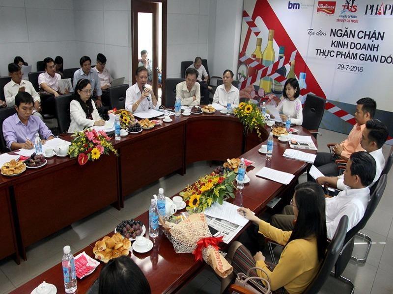 Toàn cảnh buổi Tọa đàm Ngăn chặn kinh doanh thực phẩm gian dối do báo Pháp Luật TP.HCM tổ chức, sáng 29-7. Ảnh: HOÀNG GIANG