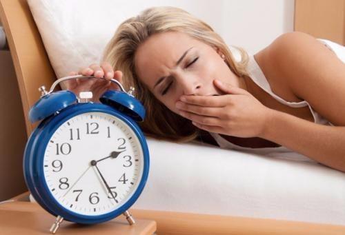 Ngủ không đủ, ngủ quá nhiều, stress... đều là những nguyên nhân gây tích mỡ bụng.