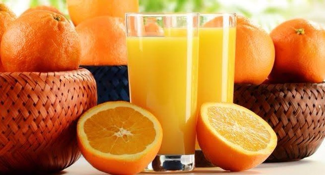 Nếu bạn đang uống thuốc, không nên dùng chung với nước cam ép
