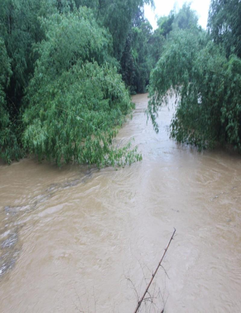 Nước sông Phước Giang dâng cao